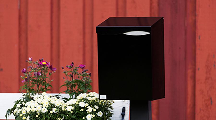 Låsesmed - Vi kan også levere postkasser og skilt med ønsket gravering, både for private og for bedrifter. Gjør din postkasse unik, og få et godt personlig preg på postkassen. Kort respons tid på Jessheim og ellers i Akershus / Oslo